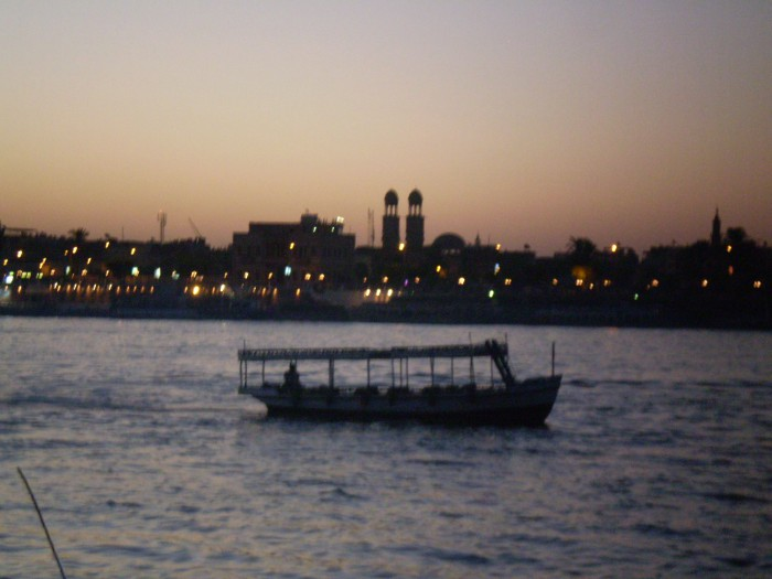 Luxor al amanecer