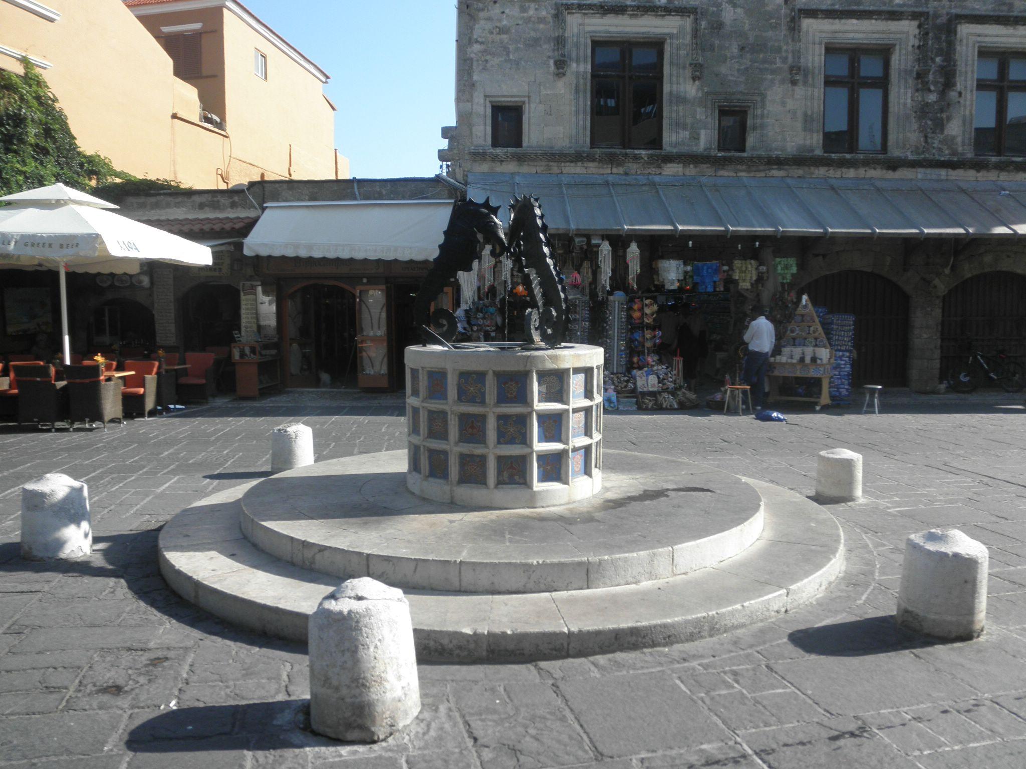 Martylon Square Rodas
