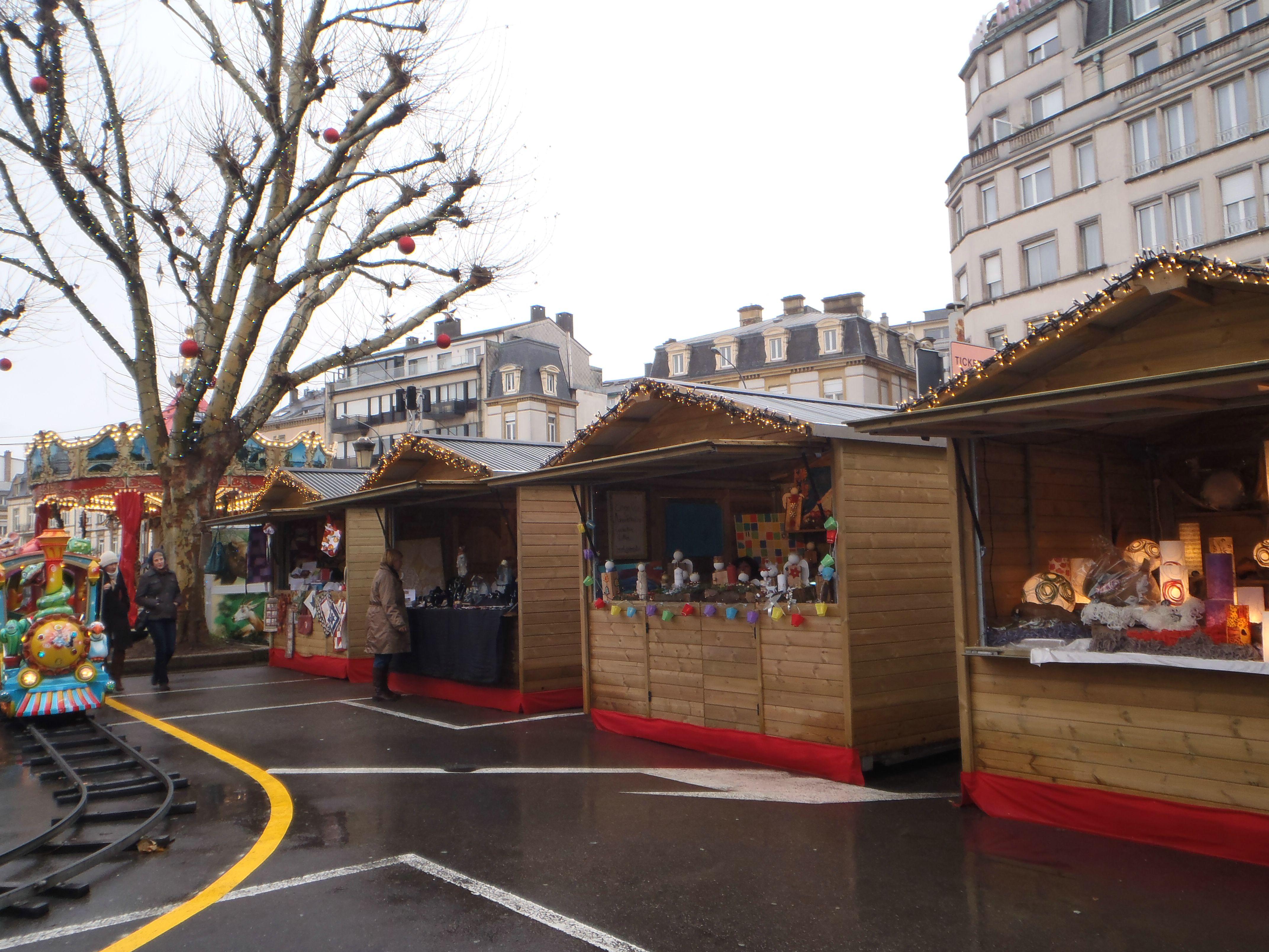 marché de noël place de la constitution luxemburgo
